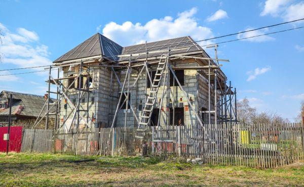 Недостроенный дом в посёлке Чисмена